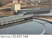 Купить «Sludge scraper, Along rails in circle rotates - it separates sludge», фото № 25837144, снято 19 марта 2015 г. (c) Losevsky Pavel / Фотобанк Лори