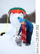 Купить «Little boy stands near upside down snowman at winter day», фото № 25837392, снято 31 января 2015 г. (c) Losevsky Pavel / Фотобанк Лори