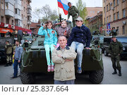 Купить «SAMARA - MAY, 6, 2015: Boy, man and two girls (with model releases) pose on armored vehicle in Samara during military celebration. Red Square is not affected by military equipment on parade May 9th», фото № 25837664, снято 6 мая 2015 г. (c) Losevsky Pavel / Фотобанк Лори