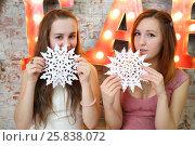 Купить «Two girls teenagers sit with paper snowflakes near illuminated letters in studio», фото № 25838072, снято 24 декабря 2014 г. (c) Losevsky Pavel / Фотобанк Лори