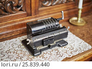 Купить «Old mechanical manual counting machine for arithmetical calculations», фото № 25839440, снято 15 февраля 2015 г. (c) Losevsky Pavel / Фотобанк Лори