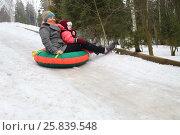 Купить «Woman with child rolling hills on a sledge in the forest», фото № 25839548, снято 21 февраля 2015 г. (c) Losevsky Pavel / Фотобанк Лори