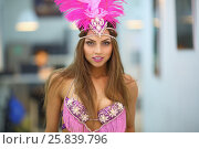Купить «Portrait of beautiful woman with pink feathers on the head in the room», фото № 25839796, снято 22 ноября 2014 г. (c) Losevsky Pavel / Фотобанк Лори
