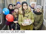 Купить «Six children stands together inside building holding air ballons and cake», фото № 25841428, снято 16 января 2015 г. (c) Losevsky Pavel / Фотобанк Лори