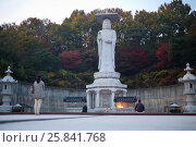 Купить «SEOUL - NOV 4, 2015: Buddha statue near Bongeunsa temple, Bongeunsa is Buddhist temple located in Samseong-dong, Gangnam-gu, It was founded in 794», фото № 25841768, снято 4 ноября 2015 г. (c) Losevsky Pavel / Фотобанк Лори