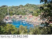 Купить «PORTOFINO, ITALY - AUG 7, 2016: View of Portofino in Liguria, famous Mediterranean sea town at the Italian Riviera», фото № 25842040, снято 7 августа 2016 г. (c) Losevsky Pavel / Фотобанк Лори