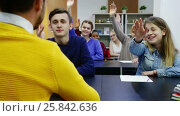 Купить «Boys and girls in class ready to give answer to teacher question», видеоролик № 25842636, снято 9 марта 2017 г. (c) Яков Филимонов / Фотобанк Лори