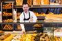 Seller offering fresh tasty bun, фото № 25846068, снято 26 января 2017 г. (c) Яков Филимонов / Фотобанк Лори