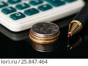 Купить «Российские рубли, калькулятор и авторучка на чёрном фоне», эксклюзивное фото № 25847464, снято 27 марта 2017 г. (c) Игорь Низов / Фотобанк Лори