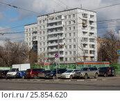 Купить «Девятиэтажный одноподъездный блочный жилой дом серии II-18-01/09, построен в 1964 году. Большая Черкизовская улица, 2, корпуса 2 и 1. Район Преображенское. Москва», эксклюзивное фото № 25854620, снято 17 марта 2017 г. (c) lana1501 / Фотобанк Лори