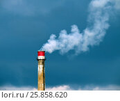 Купить «Заводские трубы загрязняют воздух», фото № 25858620, снято 6 октября 2016 г. (c) Истомина Елена / Фотобанк Лори