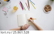 Купить «woman drawing picture in notebook at home desk», видеоролик № 25861528, снято 22 марта 2017 г. (c) Syda Productions / Фотобанк Лори