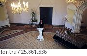 Купить «sad woman and coffin at funeral in orthodox church», видеоролик № 25861536, снято 22 марта 2017 г. (c) Syda Productions / Фотобанк Лори