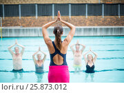 Купить «Yoga instructor assisting senior swimmers at poolside», фото № 25873012, снято 12 декабря 2016 г. (c) Wavebreak Media / Фотобанк Лори