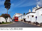Купить «Португалия. Алгарве. Красный туристический автобус на улице города Албуфейра (Algarve, Albufeira)», фото № 25884848, снято 24 сентября 2012 г. (c) Виктория Катьянова / Фотобанк Лори