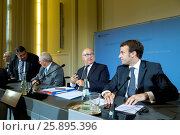 Купить «French Minister of Finance Sapin, French minister of economics Macron, German Minister of economics Gabriel and German and German Minister of Finance Schäuble...», фото № 25895396, снято 20 июля 2019 г. (c) age Fotostock / Фотобанк Лори