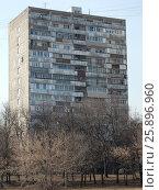 Четырнадцатиэтажный одноподъездный блочный жилой дом серии И-209А. Халтуринская улица, 14, корпус 4, построен в 1971 году. Район Преображенское. Москва, эксклюзивное фото № 25896960, снято 14 марта 2017 г. (c) lana1501 / Фотобанк Лори
