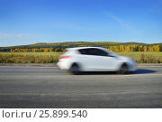 White car rides on the road at high speed. Стоковое фото, фотограф Юлия Дьякова / Фотобанк Лори