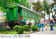 Купить «GORI, GEORGIA - MAY 08, 2015: Tourist visit the railroad car of Stalin in front of the Museum of Stalin.», фото № 25901048, снято 8 мая 2015 г. (c) age Fotostock / Фотобанк Лори