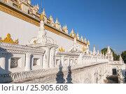 Купить «Atumashi Kyaung Monastery Maha Atulawaiyan Kyaungdawgyi is a Buddhist monastery located near Shwenandaw Monastery in Mandalay, Mianma», фото № 25905608, снято 24 мая 2018 г. (c) BE&W Photo / Фотобанк Лори
