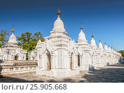 Купить «Kuthodaw Pagoda contains the worlds biggest book. There are 729 white stupas with caves with a marble slab inside - page with buddhist inscription. Mandalay, Myanmar», фото № 25905668, снято 17 февраля 2020 г. (c) BE&W Photo / Фотобанк Лори