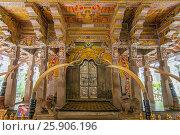 Купить «Temple of the Tooth Relic, famous temple housing tooth relic of the Buddha, UNESCO World Heritage Site, Kandy, Sri Lanka, Asia», фото № 25906196, снято 23 мая 2019 г. (c) BE&W Photo / Фотобанк Лори