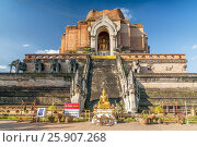 Wat Chedi Luang (temple of the big stupa or temple of the royal stupa) is a Buddhist temple in the historic centre of Chiang Mai, Thailand. Стоковое фото, агентство BE&W Photo / Фотобанк Лори