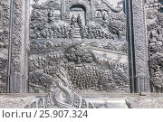 Metal relief at Wat Sri Suphan (Silver Temple), Chiang Mai, Thailand. Стоковое фото, агентство BE&W Photo / Фотобанк Лори