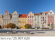 Купить «Beautiful historical tenement houses at Old Market Square in the Old Town in Wroclaw, Poland», фото № 25907620, снято 22 апреля 2019 г. (c) BE&W Photo / Фотобанк Лори