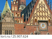 Купить «Astronomical clock on the Eastern facade of the Town Hall, Wroclaw, Lower Silesia, Poland», фото № 25907624, снято 22 октября 2018 г. (c) BE&W Photo / Фотобанк Лори