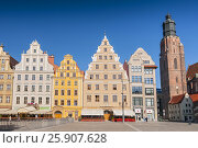 Patrician houses at Wroclaw Market Square and St. Elisabeth's Church, Lower Silesia, Wroclaw (Breslau), Poland. Стоковое фото, агентство BE&W Photo / Фотобанк Лори