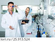 Купить «experts making tests in winery laboratory», фото № 25913524, снято 12 декабря 2019 г. (c) Яков Филимонов / Фотобанк Лори