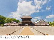 Ворота Саммон буддийского храма Дзуйрюдзи в г. Такаока. Национальное сокровище Японии (2016 год). Стоковое фото, фотограф Иван Марчук / Фотобанк Лори
