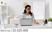 Купить «businesswoman with laptop and papers at office», видеоролик № 25925408, снято 16 марта 2017 г. (c) Syda Productions / Фотобанк Лори