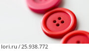 Купить «red and pink sewing buttons on white background», фото № 25938772, снято 29 сентября 2016 г. (c) Syda Productions / Фотобанк Лори