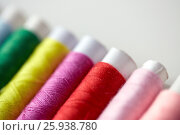Купить «row of colorful thread spools on table», фото № 25938780, снято 29 сентября 2016 г. (c) Syda Productions / Фотобанк Лори