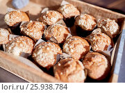 Купить «close up of muffins in wooden box», фото № 25938784, снято 3 октября 2016 г. (c) Syda Productions / Фотобанк Лори