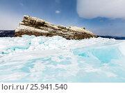 Купить «Торосы из голубого байкальского льда у острова Ижилхей в проливе Малое Море», фото № 25941540, снято 12 марта 2017 г. (c) Илья Бесхлебный / Фотобанк Лори
