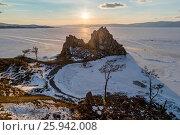 Купить «Зимний Байкал, остров Ольхон, мыс Бурхан, закат солнца над скалой Шаманка», фото № 25942008, снято 12 марта 2017 г. (c) Илья Бесхлебный / Фотобанк Лори