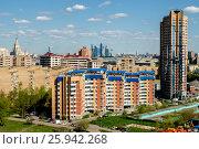 Купить «Москва, современная городская застройка на юго-западе столицы», фото № 25942268, снято 26 июня 2019 г. (c) glokaya_kuzdra / Фотобанк Лори