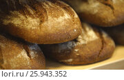 Купить «The counter with bread», видеоролик № 25943352, снято 31 марта 2017 г. (c) Виктор Аллин / Фотобанк Лори