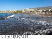 Купить «Волны, набегающие на вулканический песок на городском пляже Плая Фанабе (Playa Fanabe). Коста Адехе, Тенерифе, Канарские острова, Испания», фото № 25967888, снято 31 декабря 2015 г. (c) Кекяляйнен Андрей / Фотобанк Лори