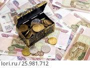 Купить «Полный сундук с деньгами. Накопления», фото № 25981712, снято 13 апреля 2017 г. (c) Наталья Осипова / Фотобанк Лори