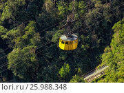 Yellow cabin of the funicular (2017 год). Стоковое фото, фотограф Александр Овчинников / Фотобанк Лори