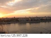Вид с высокого берега реки на Белград (Сербия) на закате, фото № 25997228, снято 6 ноября 2016 г. (c) Иванова Анастасия / Фотобанк Лори