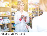 Купить «Laughing woman recommending skin care products», фото № 26001516, снято 15 марта 2017 г. (c) Яков Филимонов / Фотобанк Лори