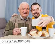 Купить «Elderly father and son doing selfie», фото № 26001648, снято 22 июля 2018 г. (c) Яков Филимонов / Фотобанк Лори