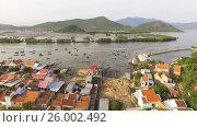 Vietnamese village on the beach. Стоковое видео, видеограф Pavel Shumeiko / Фотобанк Лори