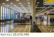 Купить «Интерьер зала ожидания аэропорта Шереметьево», эксклюзивное фото № 26016940, снято 6 октября 2016 г. (c) Виктор Тараканов / Фотобанк Лори