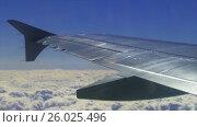 Купить «View of the wing of an airplane through the window», видеоролик № 26025496, снято 20 апреля 2017 г. (c) Дмитрий Брусков / Фотобанк Лори